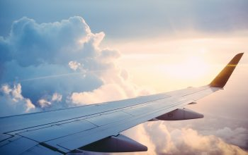 Planujesz podróż samolotem z Krakowa? Sprawdź, gdzie zostawisz samochód!